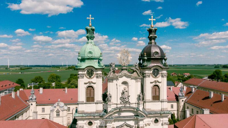 Wieże Bazyliki Mniejszej w Legnickim Polu
