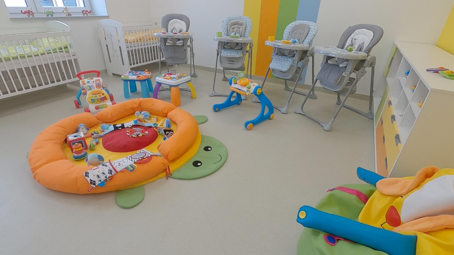 Zdjęcie przedstawiające wnętrze sali żłobkowej