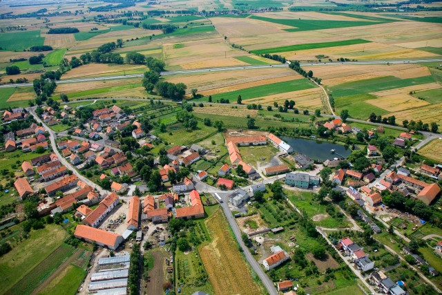 zdjęcie przedstawia gmine Legnickie Pole z lotu ptaka