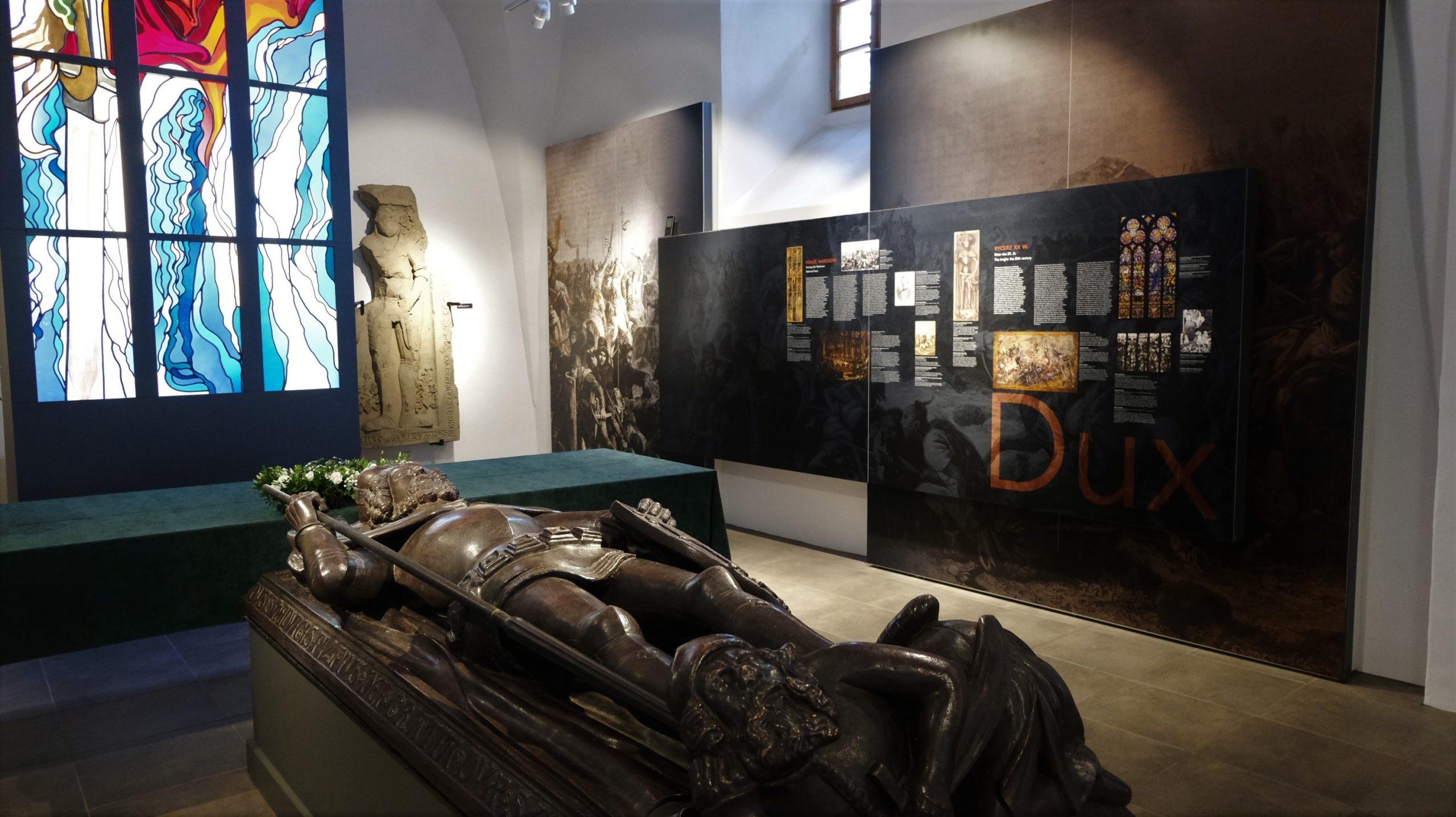 zdjęcie przedstawia pomnik henryka drugiego pobożnego w muzeum bitwy legnickiej w legnickim polu